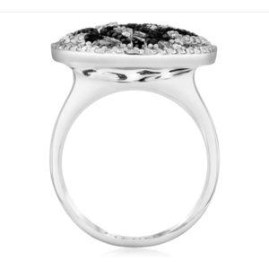 טבעת טיפה משולבת יהלומים לבנים ויהלומים שחורים קטנים