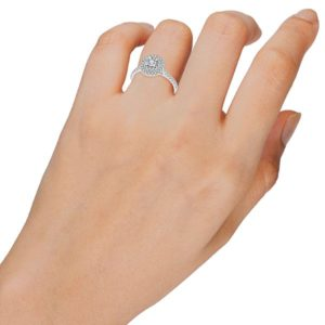 טבעת המלכה העגולה זהב 14 קראט משובצת ביהלומים 0.60 קראט 0.24