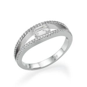 טבעת אירוסין יהלום בחיתוך אמרלד 0.36